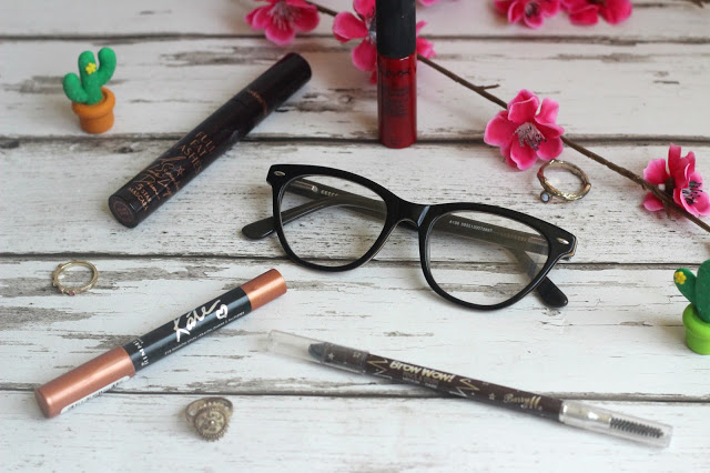 5 Beauty Tips for Glasses Wearers